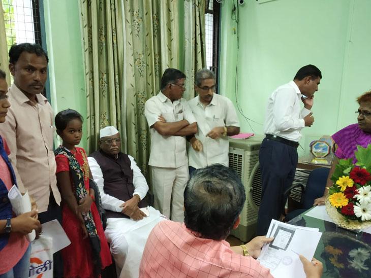 मुलीचा 10 वीचा निकाल रोखला; विधानसभा अध्यक्ष चिमुकलीसह शिक्षण मंडळात,  आश्वासन न मिळाल्याने संताप औरंगाबाद,Aurangabad - Divya Marathi