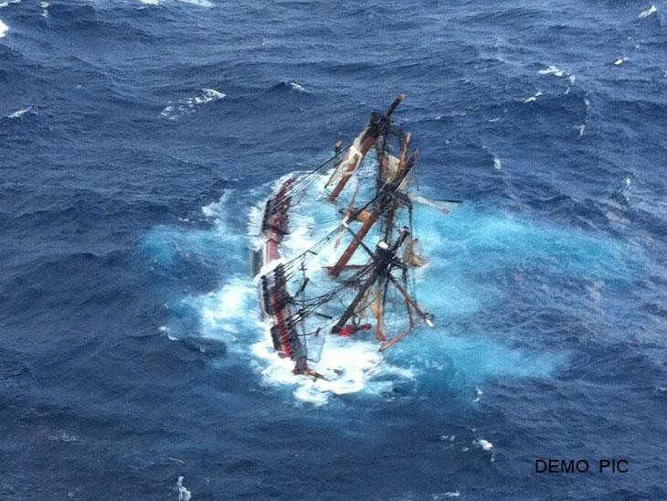 ट्यूनीशियामध्ये प्रवासी जहाजाची जलसमाधी, 80 पेक्षा अधिक प्रवाशांचा मृत्यू झाल्याचा संशय|विदेश,International - Divya Marathi