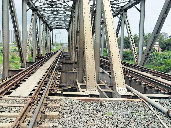 चुकीच्या ट्रेनमध्ये चढलेले 6 मित्र थोड्या वेळानंतर ट्रॅकवर उतरून स्टेशनकडे परत येत होते, मागून येणाऱ्या दुसऱ्या ट्रेन खाली येऊन तिघांचा मृत्यू देश,National - Divya Marathi