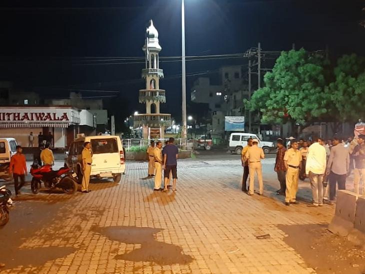 औरंगाबादच्या आझाद चौक परिसरात मॉब लिन्चिंगचा प्रयत्न, झोमॅटोच्या दोन डिलिव्हरी बॉयना 'जय श्रीराम म्हणा' म्हणत बेदम मारहाण औरंगाबाद,Aurangabad - Divya Marathi