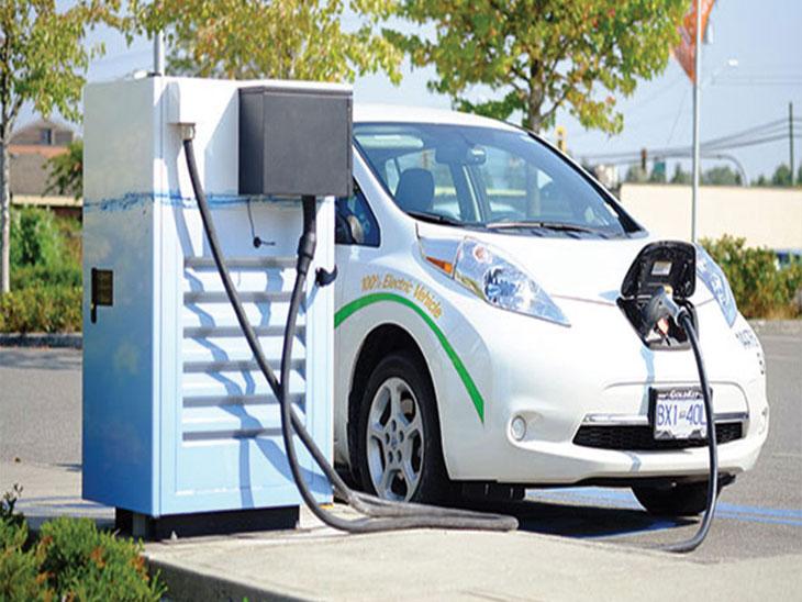 इलेक्ट्रिक वाहने स्वस्त होणार, जीएसटी १२ टक्क्यांवरून ५ टक्के|ऑटो,Auto - Divya Marathi