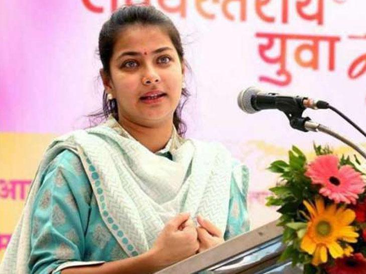 आमदार प्रणिती शिंदें अडचणीत; काँग्रेसच्या माजी महापौरांनी उमेदवारीला केला विरोध, मुस्लीम उमेदवार देण्याची समाजाची मागणी सोलापूर,Solapur - Divya Marathi