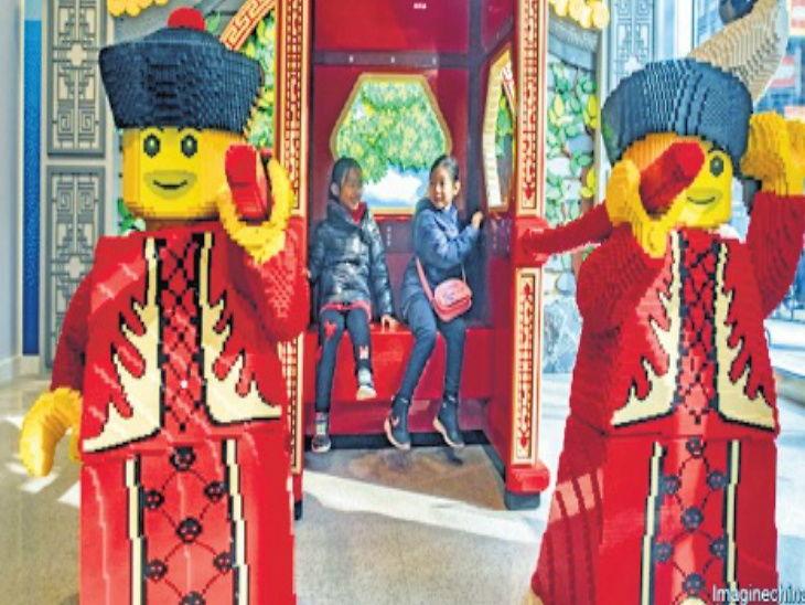 बार्बी डॉलला लेगो टॉयने टाकले मागे, प्लास्टिक ब्रिक्सच्या खेळण्यांची मागणी मागच्या दोन वर्षांत वाढली  - Divya Marathi