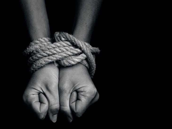 अमरावतीमध्ये पतीने केले पत्नीचे अपहरण; पोलिसांनी ५० किमी पाठलाग करत पकडले|अमरावती,Amravati - Divya Marathi