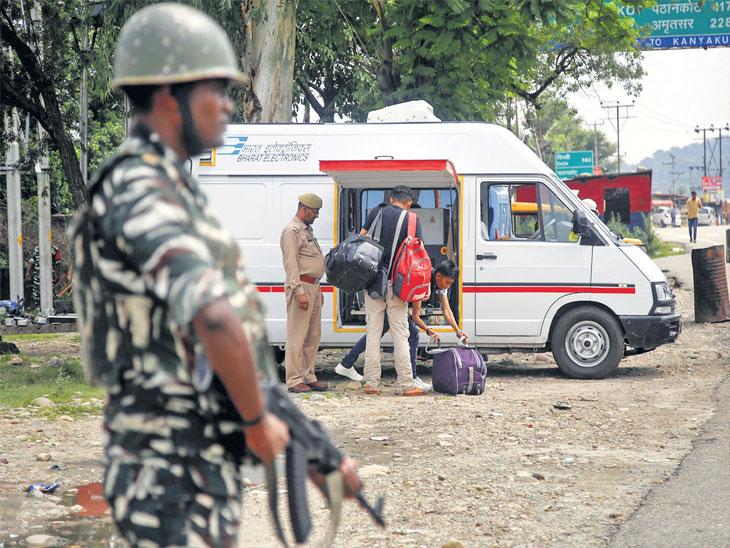 जम्मू-काश्मीरमध्ये ७८ हजार अतिरिक्त जवान तैनात, १५ ऑगस्ट रोजी ६,७६८ गावांत तिरंगा फडकवणार  - Divya Marathi
