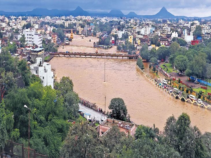 गोदावरीला पूर : धरणे ओसंडली, आणखी तीन दिवस बरसण्याचा हवामान खात्याचा इशारा नाशिक,Nashik - Divya Marathi