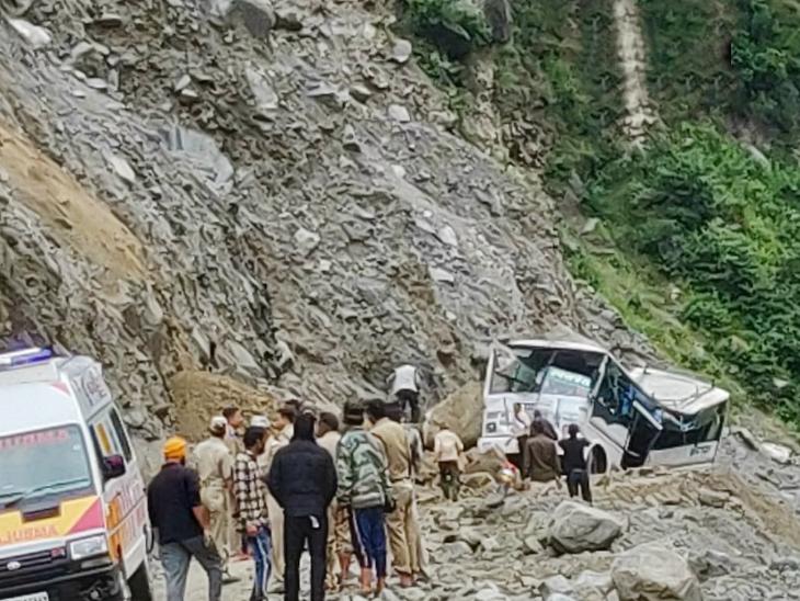 उत्तराखंड : दोन वेगवेगळ्या रस्ते अपघातात 8 शालेय विद्यार्थ्यांसह 15 जण ठार; 10 जण जखमी| - Divya Marathi