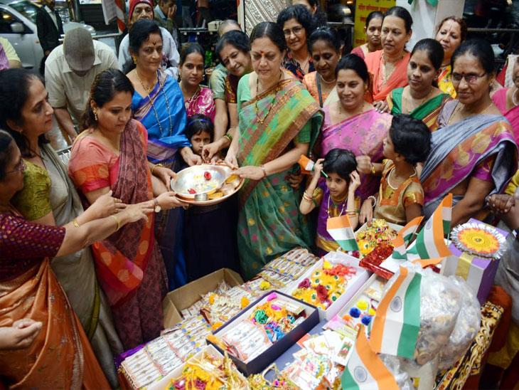 रक्षाबंधननिमित्ताने सीमेवरील जवानांसाठी 50 हजार राख्या पाठवल्या, पुण्यातील सैनिक मित्र परिवाराचा उपक्रम|पुणे,Pune - Divya Marathi