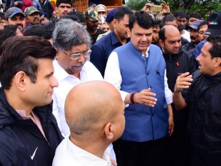केंद्राच्या सतत संपर्कात आहोत; एनडीआरएफ, पोलिस आणि सैन्यासह नौदल तैनात! कोल्हापूर दौऱ्यात मुख्यमंत्र्यांची पत्रकार परिषद सोलापूर,Solapur - Divya Marathi