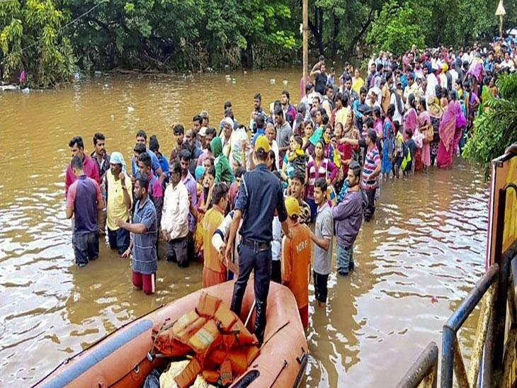 आतापर्यंत 5 लाख 60 हजार पुरग्रस्तांना सुरक्षितस्थळी हलविण्यात प्रशासनाला यश; तर 61 हजार 27 जनावरे सुरक्षित ठिकाणी|कोल्हापूर,Kolhapur - Divya Marathi