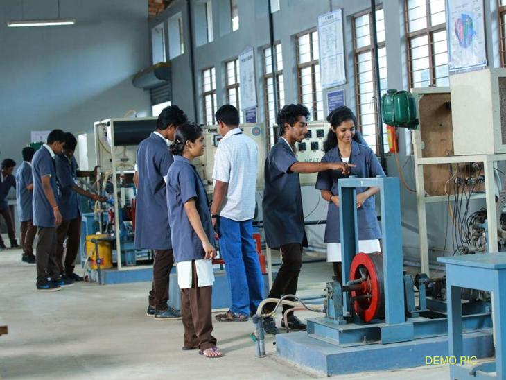 पूरपरिस्थितीमुळे विद्यार्थ्यांवर परिणाम, आयटीआय प्रवेश वेळापत्रकात झाला बदल|मुंबई,Mumbai - Divya Marathi