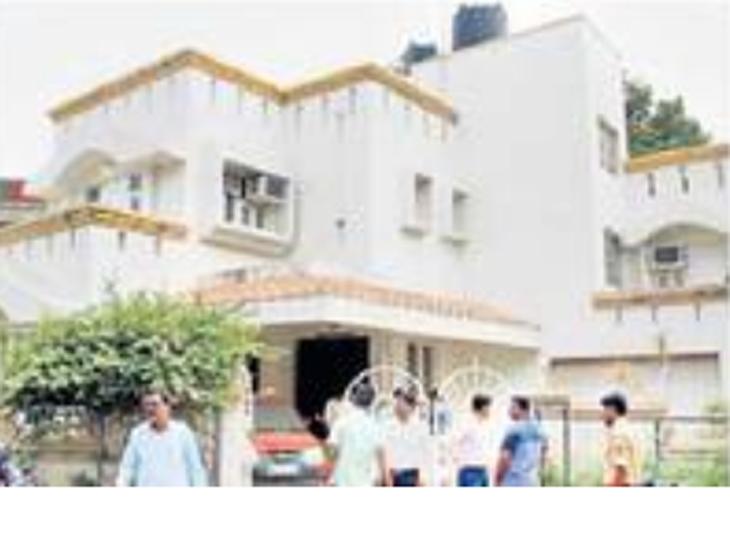 खोल्यांच्या माहितीसह चाव्या हाती लागल्याने लाखोंचे दागिने चोरले औरंगाबाद,Aurangabad - Divya Marathi