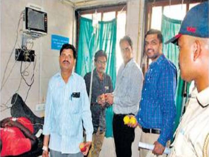सुमार कामगिरी असलेल्या ग्रामसेवकांची घेतली परीक्षा; दाेघांची प्रकृती बिघडली|अकोला,Akola - Divya Marathi