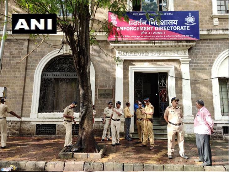 कोहिनूर मील गैरव्यवहार प्रकरण; नऊ तासांच्या चौकशीनंर राज ठाकरे ईडी कार्यालयातून बाहेर, कोणतीही प्रतिक्रीया नत देता हात जोडून निघून गेले|मुंबई,Mumbai - Divya Marathi