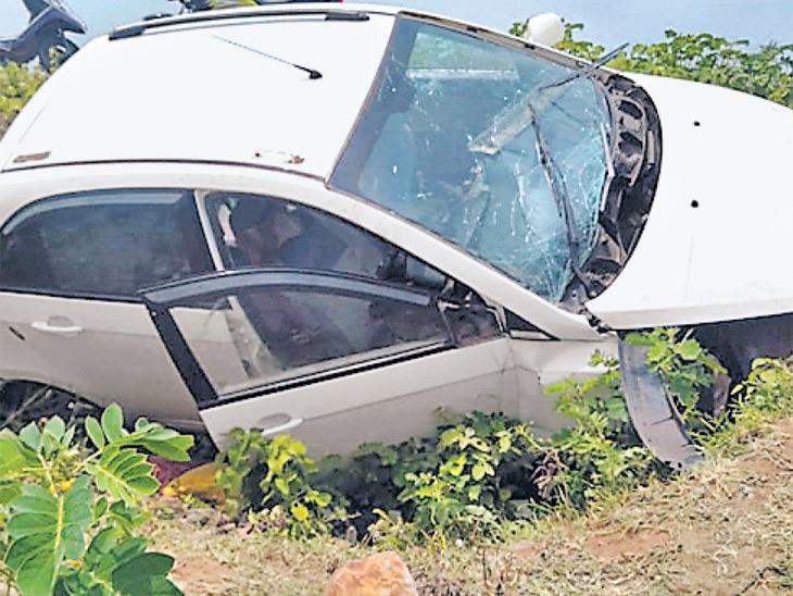 शेगावला जाताना भरधाव कार उलटून औरंगाबादचे तिघे ठार, मृतांमध्ये दोन शिक्षक औरंगाबाद,Aurangabad - Divya Marathi