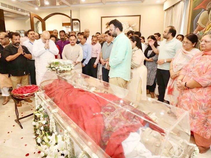 माजी अर्थमंत्री अरुण जेटली अनंतात विलीन; राजकीय इतमामात करण्यात आले अंत्यसंस्कार, मुलगा रोहनने दिला मुखाग्नी| - Divya Marathi