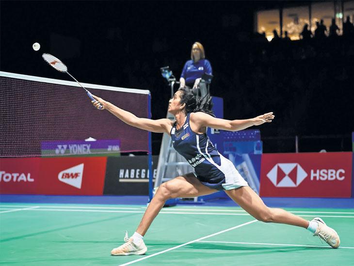 जागतिक बॅडमिंटन स्पर्धा :  सिंधू सलग तिसऱ्यांदा फायनलमध्ये; जगातील तिसरी खेळाडू, क्रमवारीत तिसऱ्या स्थानावरच्या युफेईवर मात| - Divya Marathi