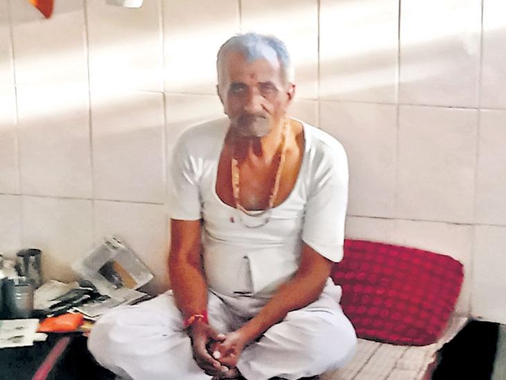 शेतकरी देवावर रुसला; पावसासाठी हनुमान  मंदिरासमोर तीन दिवसांपासून अन्नत्याग  - Divya Marathi