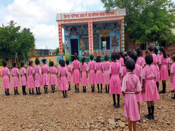 येथे भरते दप्तराविना शाळा; माढा तालुक्यातील जिल्हा परिषद प्राथमिक शाळेचा अभिनव उपक्रम|सोलापूर,Solapur - Divya Marathi