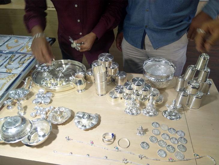 पुण्यात गंभीर स्वरूपाच्या घरफोडी व जबरी चोरी करत धुमाकूळ घालणारे गुन्हेगार जेरबंद; तब्बल 81 लाखांचा माल हस्तगत पुणे,Pune - Divya Marathi