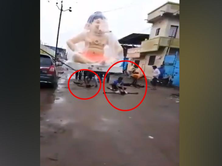 गणपतीची मूर्ती आणतेवेळी लागला विजेचा जोरदार झटका, 2 जणांचा मृत्यू तर 5 जण गंभीर जखमी| - Divya Marathi