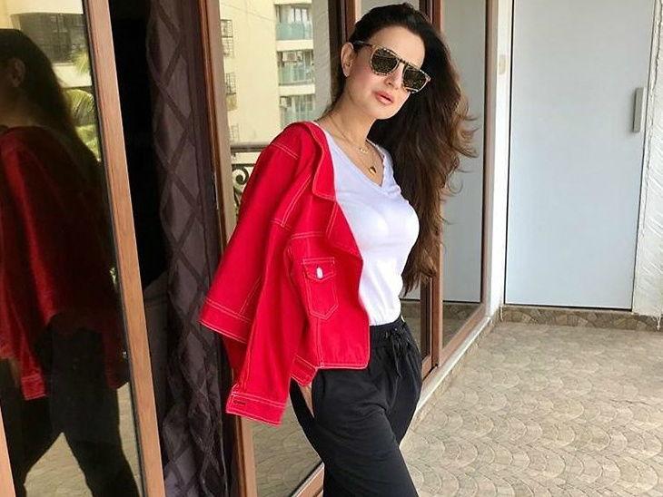 अमीषा पटेलच्या कार अपघाताची खोटी बातमी व्हायरल, अभिनेत्रीने स्वतः फोटो शेअर करून लिहिले - 'मी सुरक्षित आहे'| - Divya Marathi