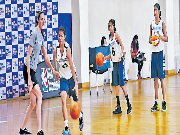 एएसए मियामी क्लबमध्ये देशाच्या पाच महिला खेळाडू; करारबद्ध झालेली खुशी डाेंगरे पहिली महाराष्ट्रीयन औरंगाबाद,Aurangabad - Divya Marathi