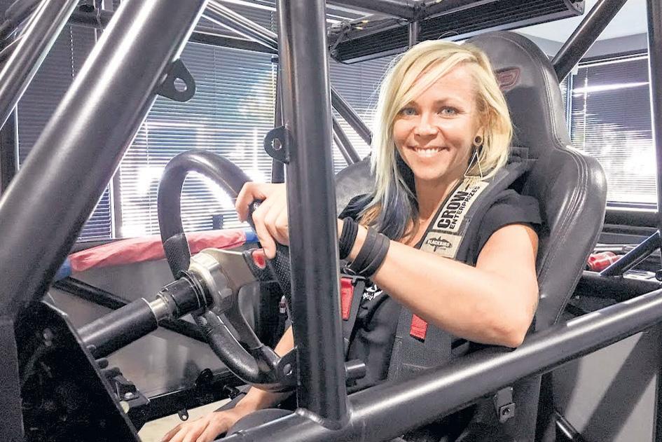 DVM Special : २५० कारच्या शक्तीएवढे जेट इंजिन लावून जेट कार चालवत असे जेसी, स्वत: डिझाइन करत होती गाड्या| - Divya Marathi