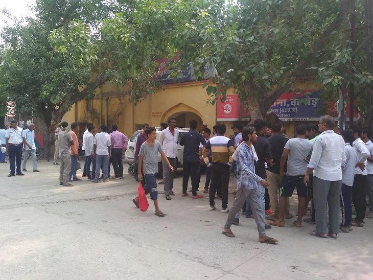 साथीदाराला तुरुंगातून बाहेर काढण्यासाठी पोलिस स्टेशनवर 'फिल्मी स्टाईल' हल्ला, AK-47 बंदुकीतून गोळ्या झाडून केला पोबारा| - Divya Marathi