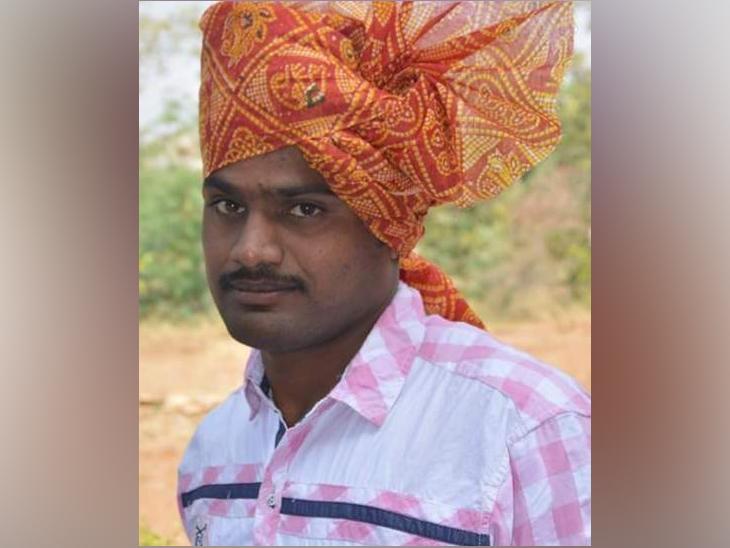 शेतात मोटार सुरू करण्यासाठी गेलेल्या तरुण शेतकऱ्याचा विजेचा झटका लागून मृत्यू, मोहोळ तालुक्यात घडली घटना|सोलापूर,Solapur - Divya Marathi