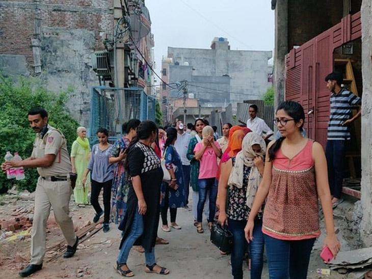 दिल्लीत हायप्रोफाईल 18 प्लस ब्युटी टेंपलवर धाड: वेबसाइटवर टाकले होते तरुणीचे फोटो आणि रेट कार्ड, अश्लील मेन्यु कार्डही सापडले  - Divya Marathi