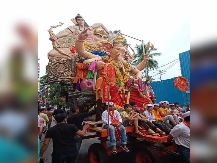 मुंबईत लालबाग राजासह विविध सार्वजनिक गणेश मंडळांच्या गणेशाचे भक्तिमय वातावरणात विसर्जन|मुंबई,Mumbai - Divya Marathi