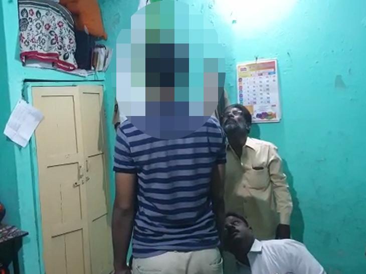 माढ्यातील पोलिस कॉन्सटेबलची आत्महत्या, राहत्या घरात गळफास घेऊन संपवले आयुष्य|पुणे,Pune - Divya Marathi