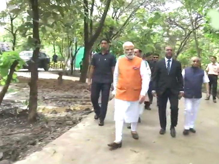 वाढदिवशी पंतप्रधान नरेंद्र मोदींनी सरदार सरोवरावर जाऊन केली नर्मदेची पूजा, जंगल सफारी आणि गार्डनला देखील उपस्थिती| - Divya Marathi