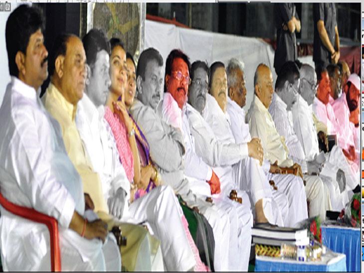 बिघडली रंग-संगत : पवारांनी ज्यांना माेठे केले त्यांनी साेडली साथ; नेते गेले तरी कार्यकर्ते शरद पवारांसाेबतच  - Divya Marathi