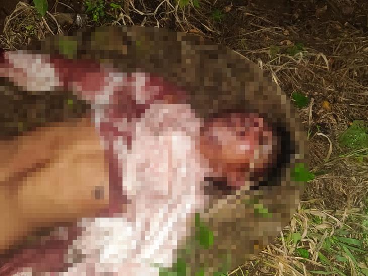 आधी दगडाने ठेचून केली हत्या; मग एकाच बाइकवर मृतदेहाला घेऊन जात होते 3 जण, पोलिसांनी पाहताच घडले असे काही...|पुणे,Pune - Divya Marathi