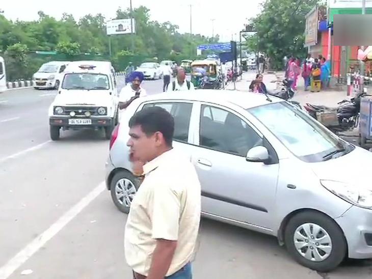 अक्षरधाम मंदिराजवळ पोलिसांवर 4 जणांच्या टोळक्याने केली फायरिंग, सुदैवाने जीवितहानी नाही देश,National - Divya Marathi