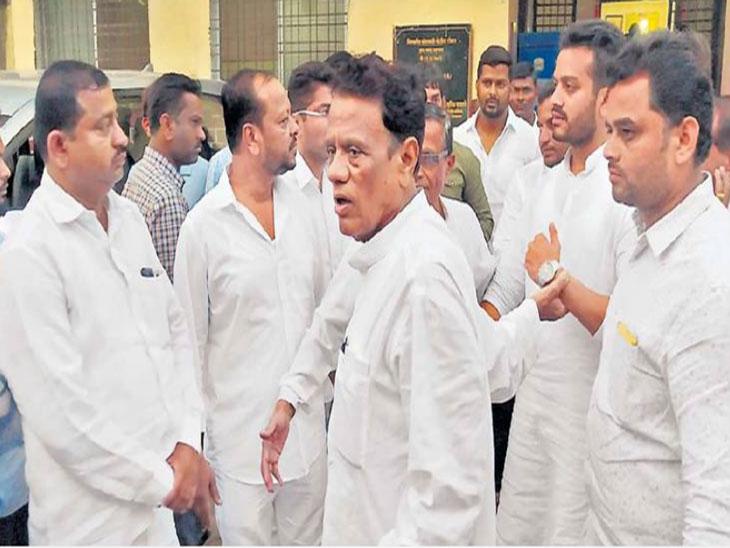अभिषेक कळमकर, किरण काळे यांच्यासह जगताप समर्थकांविरूध्द पोलिसांनी केले गुन्हे दाखल!|अहमदनगर,Ahmednagar - Divya Marathi