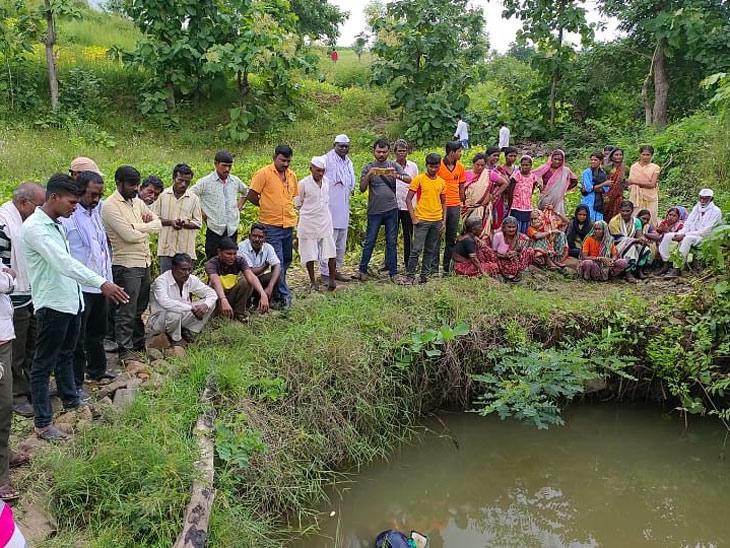 दीड महिन्यांपूर्वीच झाला पतीचा मृत्यू, विरहात पत्नीने 4 मुलींसह केली सामुहिक आत्महत्या|अकोला,Akola - Divya Marathi