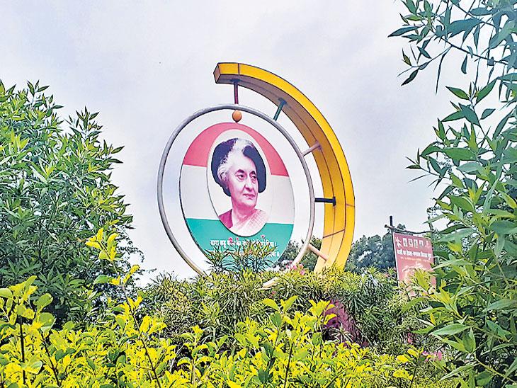 इंदिरा गांधी, राजीव गांधी यांच्या चित्रांना आचारसंहितेतून मुक्ती| - Divya Marathi