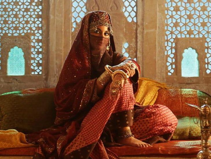 सैफच्या 'लाल कप्तान' मध्ये असेल सोनाक्षीचा कॅमियो, 'नूर बाई'चा हटके लुक आला समोर  - Divya Marathi