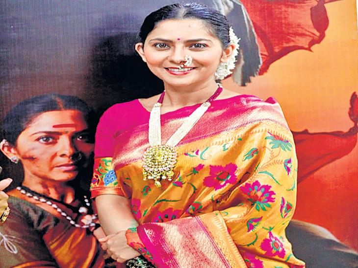 सोनाली कुलकर्णी चित्रपटात साकारणार 'हिरकणी' ची भूमिका, चित्रपटाचे पोस्टर झाले रिलीज|मराठी सिनेकट्टा,Marathi Cinema - Divya Marathi