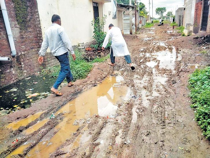 रस्ता करा अन्यथा मतदानावर बहिष्कार; परभणी जिल्ह्यातील १० गावांचा निर्णय|औरंगाबाद,Aurangabad - Divya Marathi