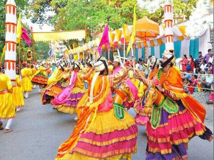 उत्सव म्हणजे मानवता निर्माण करणारे प्रशिक्षकच!  - Divya Marathi