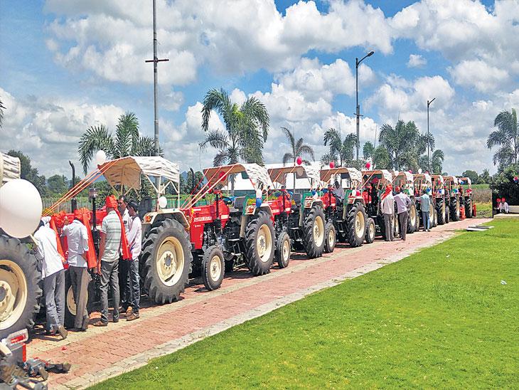 नवरात्रीच्या पहिल्याच दिवशी २५० ट्रॅक्टर, २१ कार, ४०० वर दुचाकींची विक्री; ३० कोटींची उलाढाल, ७० टक्के खरेदी रोखीने  - Divya Marathi