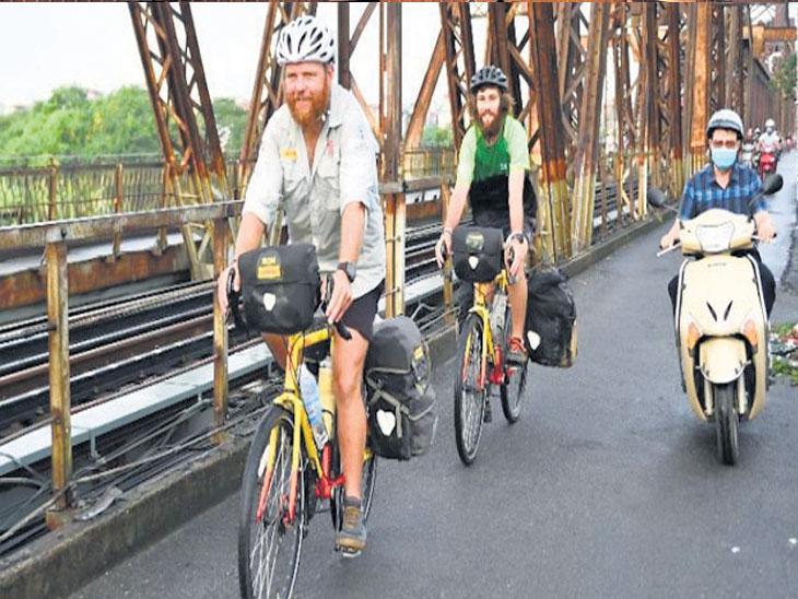 दाेन मित्रांनी केला सायकलवरून २० हजार किमीचा प्रवास; २३० दिवसांत २७ देशांतून गाठले वर्ल्डकपचे स्टेडियम देश,National - Divya Marathi