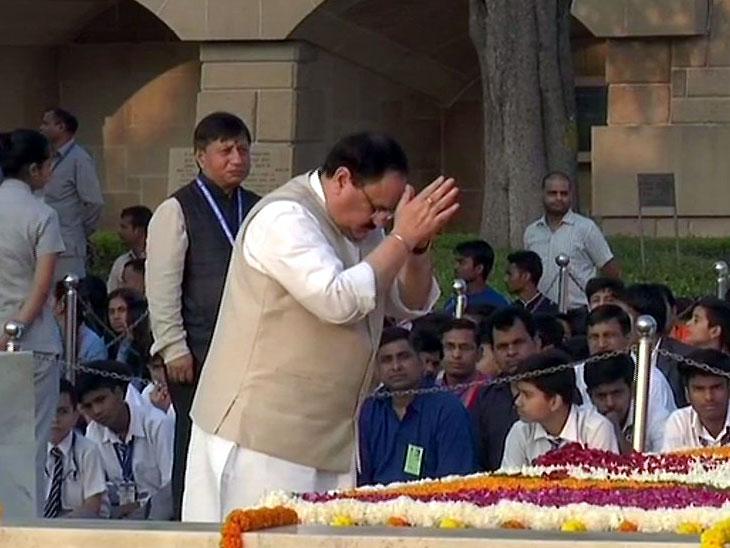 पंतप्रधान मोदींनी गांधी आणि शास्त्रींना वाहिली श्रद्धांजली; स्वच्छता अभियानासंदर्भात करणार विशेष घोषणा| - Divya Marathi