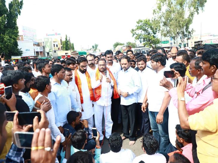 मुख्यमंत्र्यांच्या स्वीय सहाय्यकाला औशात जोरदार विरोध, पालकमंत्री संभाजी निलंगेकरांचे भाऊ   पक्षाच्या विरोधात उतरले रस्त्यावर| - Divya Marathi