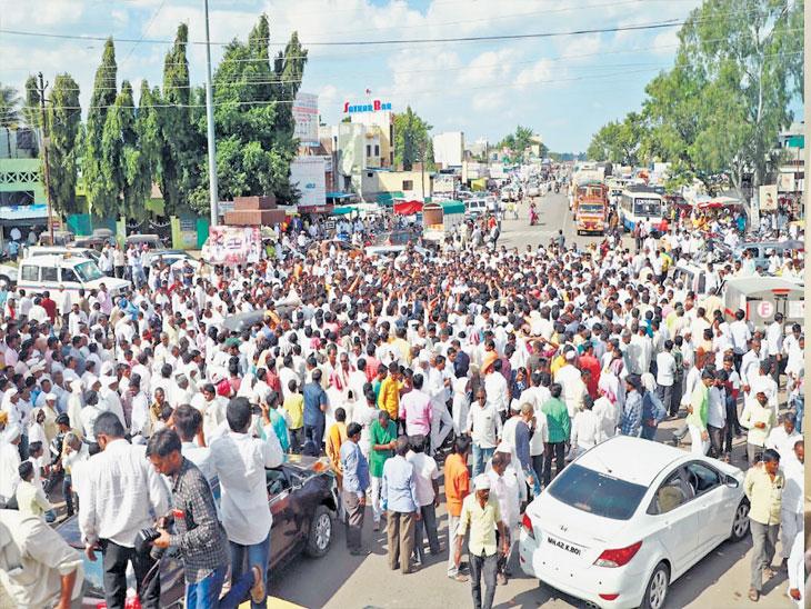 औशात भाजपच्या उमेदवारीवरून नाराज स्वपक्षीयांनीच  रास्ता राेकोच्या चक्रव्यूहात मतदारांचा केला अभिमन्यू!  - Divya Marathi