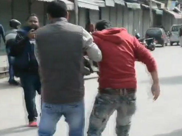 अनंतनागमध्ये पोलिस उपायुक्तांच्या कार्यालयावर बॉम्ब हल्ला, 13 जण गंभीर जख्मी|देश,National - Divya Marathi